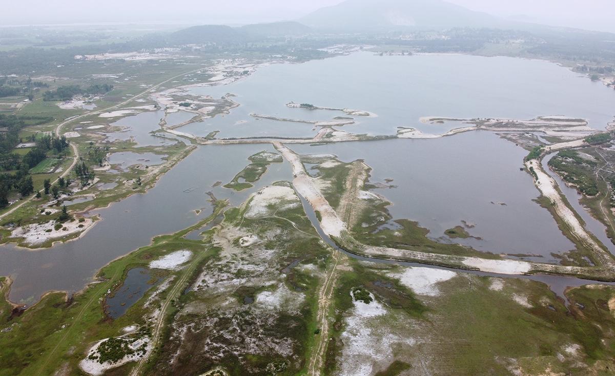 Mỏ sắt Thạch Khê thuộc 5 xã của vùng bãi ngang huyện Thạch Hà, đang bỏ hoang, được loại khỏi quy hoạch, đóng mỏ ít nhất đến năm 2070. Ảnh: Đức Hùng