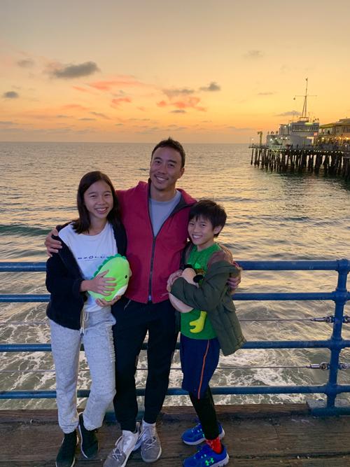 Allan Wu luôn cố gắng dành nhiều thời gian bên các con để hỗ trợ và đồng hành chúng. Ảnh: Instagram.