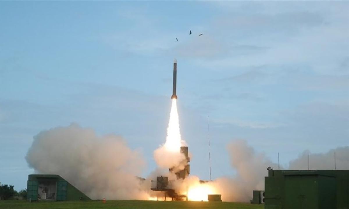 Tên lửa phòng không Thiên Cung III rời bệ phóng trong một cuộc thử nghiệm. Ảnh: NCSIST.