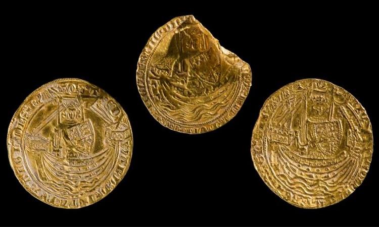 Những đồng xu vàng hàng trăm năm tuổi. Ảnh: Bảo tàng Quốc gia Wales.