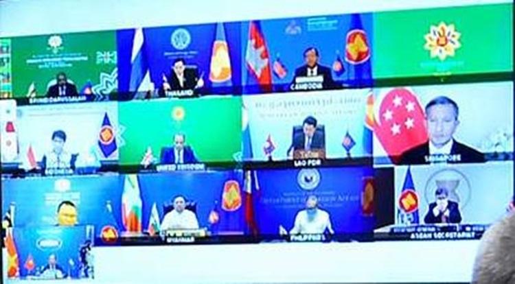 Đối thoại trực tuyến ba bên mở rộng giữa các Ngoại trưởng ASEAN và Ngoại trưởng Anh Dominic Raab hôm nay. Ảnh: Bộ Ngoại giao.