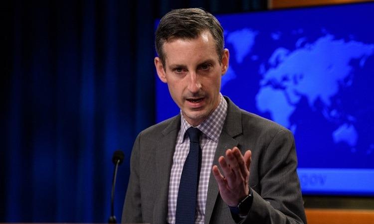 Phát ngôn viên Bộ Ngoại giao Mỹ Ned Price tại cuộc họp báo ở Washington hôm 25/2. Ảnh: AFP