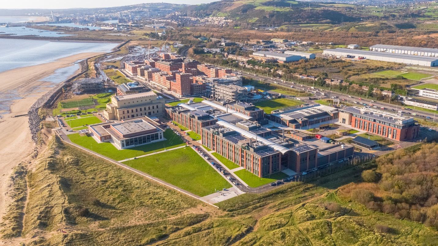 Khu học xá Bay của trường Đại học Swansea với không gian làm việc chung với các doanh nghiệp lớn như Fujitsu, Rolls Royce, Airbus. Ảnh: Đại học Swansea.