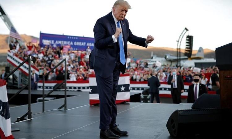 Cựu tổng thống Mỹ Donald Trump tại một sự kiện vận động tranh cử ở Nevada hồi tháng 10 năm ngoái. Ảnh: Reuters.