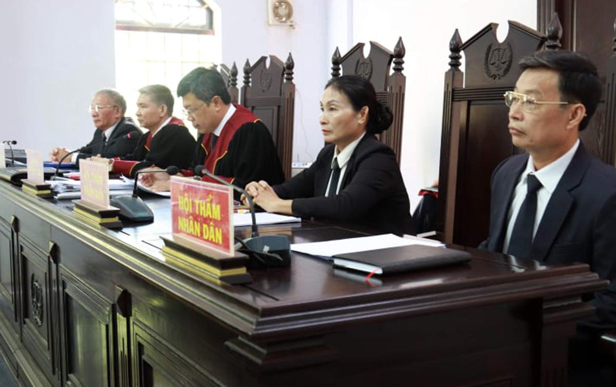 Ngoài HĐXX chính (ảnh) còn có 7 thẩm phán và 22 hội thẩm nhân dân dự khuyết. Ảnh: Thu Hà.