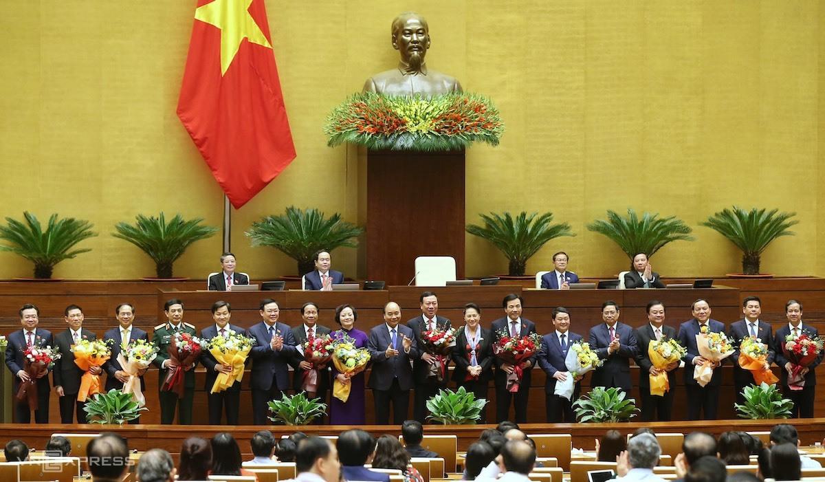 Các tân thành viên Chính phủ ra mắt Quốc hội sáng 8/4. Ảnh: Giang Huy