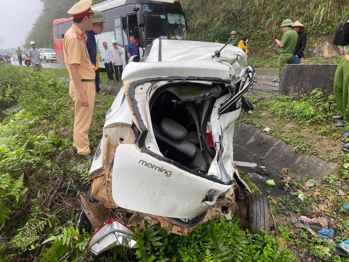 Xe con bẹp dúm sau tai nạn. Ảnh: CTV
