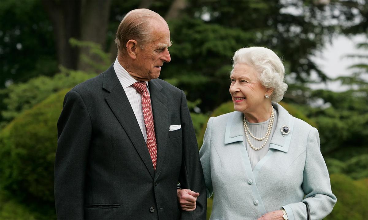 Hoàng thân  Philip và Nữ hoàng Elizabeth trong lễ kỷ niệm 60 năm ngày cưới tháng 11/2007. Ảnh: AFP.