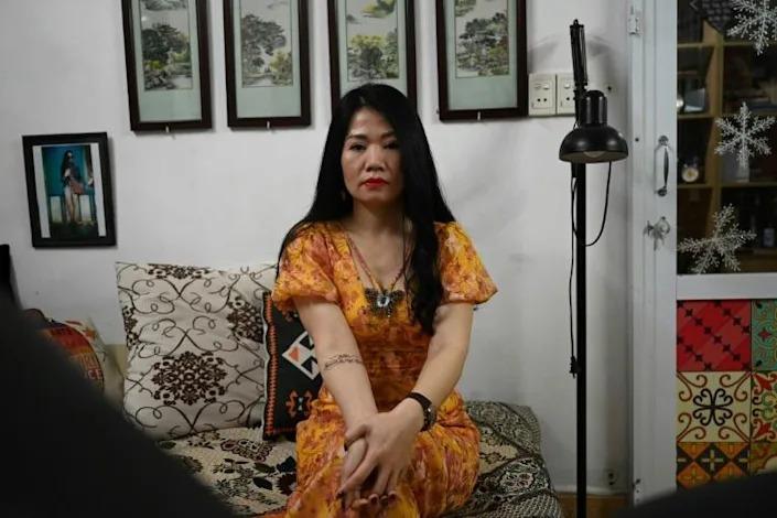 Nguyen Hong Thai, một khách hàng của Ngoc, xăm trên tay và bụng để tưởng nhớ người chồng quá cố. Ảnh: AFP
