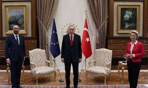 Sóng ngầm sau sự cố ghế ngồi của Chủ tịch Ủy ban châu Âu