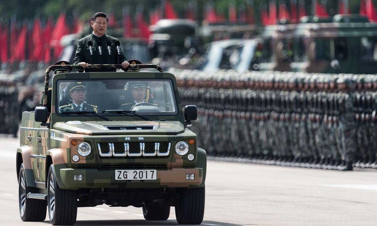 Chủ tịch Tập Cận Bình kiểm tra duyệt binh tại doanh trại Shek Kong, Hong Kong năm 2017. Ảnh: AFP.