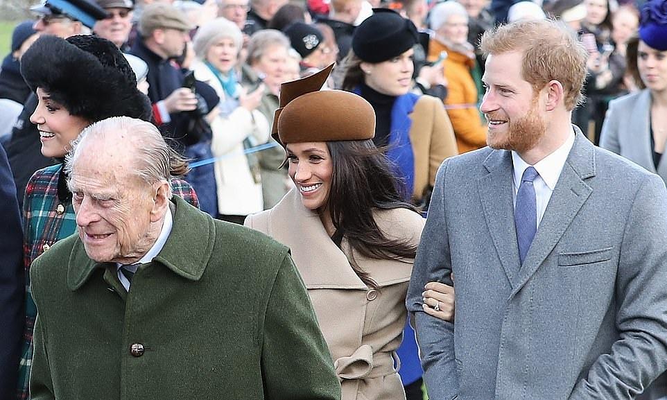 Hoàng thân Philip, Meghan và Harry tại Anh vào Giáng sinh năm 2017. Ảnh: PA