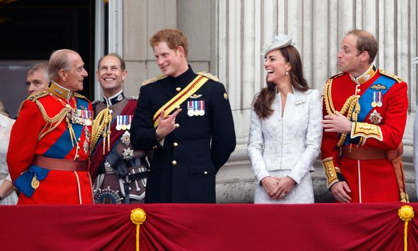 Hoàng thân Philip (trái) cùng các cháu trong một sự kiện hoàng gia. Ảnh: Mirror.