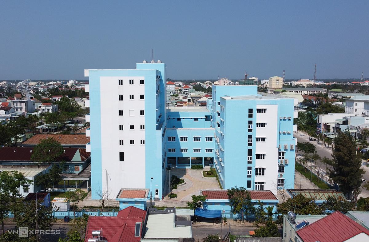 Ba dãy nhà Bệnh viện sản nhi Quảng Nam được xây dựng cơ bản hoàn thành, song không được sử dụng. Ảnh: Đắc Thành.