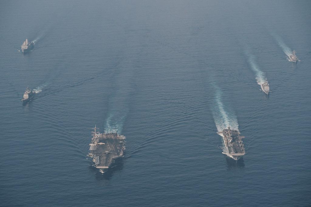 Nhóm tác chiến tàu sân bay USS Theodore Roosevelt và tàu đổ bộ USS Makin Island hội quân ở Biển Đông hôm 9/4. Ảnh: Hải quân Mỹ.