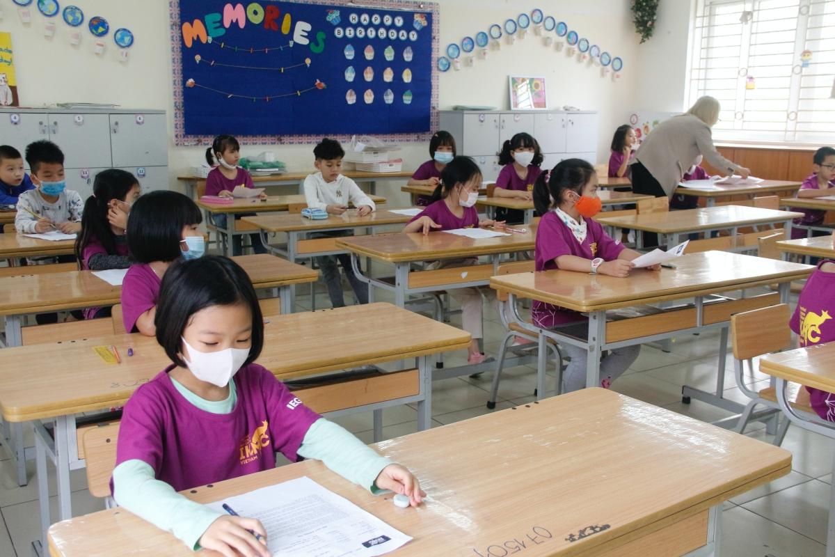Học sinh dự thi Toán quốc tế Kangaroo, sáng 11/4. Ảnh: Quỹ Phát triển Giáo dục IEG