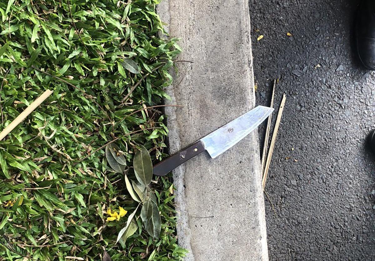 Con dao Hiếu dùng để khống chế tài xế xe buýt. Ảnh: Độc giả cung cấp.