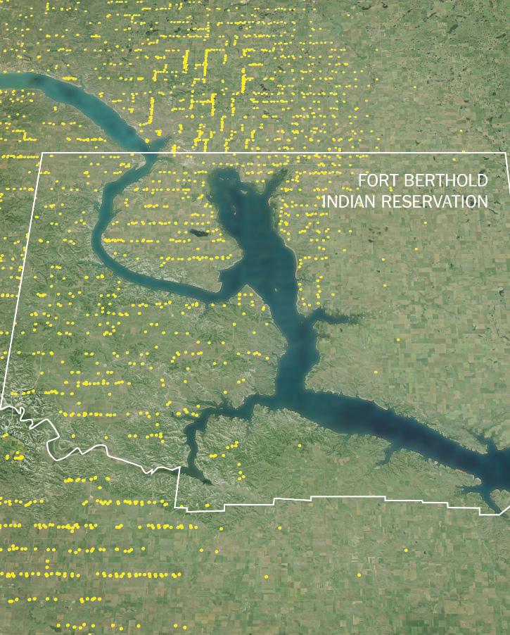 Hơn 1.300 giếng dầu, được thể hiện bằng chấm vàng, đã được khoan tại khu bảo tồn người da đỏ Fort Berthold. Ảnh: The New York Times.