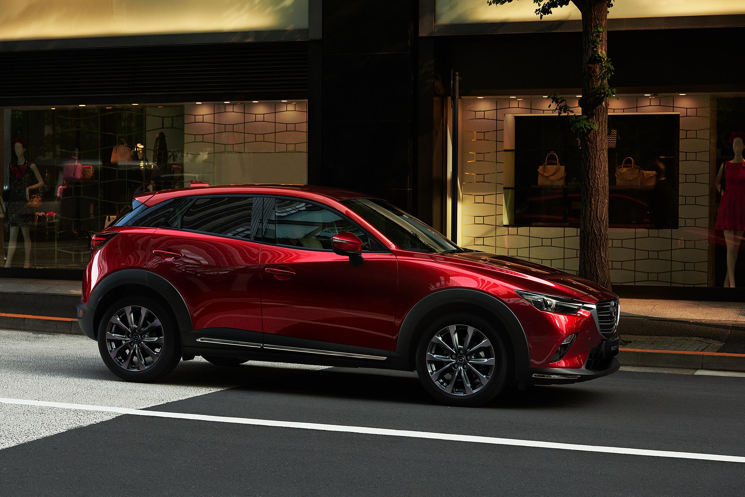 Mazda CX-3 được trang bị tính năng hỗ phanh thông minh trước sau, hữu ích đối với các mẫu SUV đô thị.