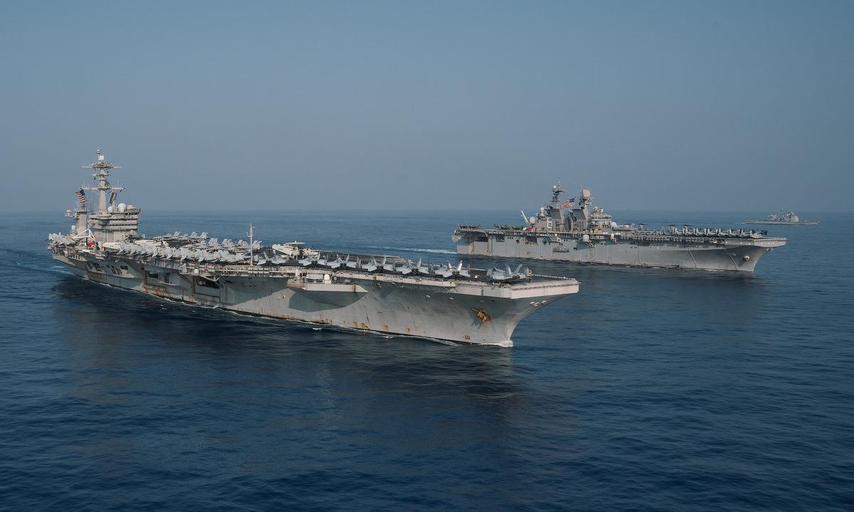 Nhóm tàu Theodore Roosevelt và Makin Island diễn tập trên Biển Đông hôm 9/4. Ảnh: US Navy.