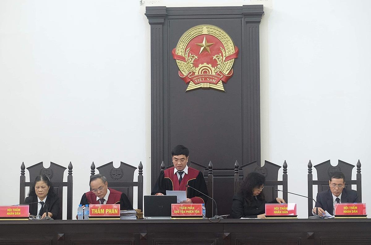 Các thành viên HĐXX vụ án Gang thép Thái Nguyên giai đoạn 2. Ảnh: Phạm Dự
