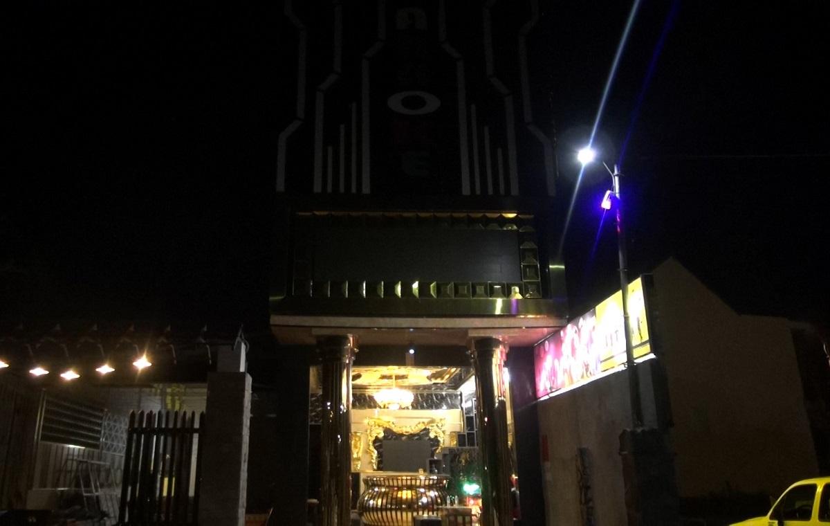 Quán karaoke Hoàng Gia, nơi các thiếu nữ bị đánh đập, ép bán dâm. Ảnh: Phạm Linh.