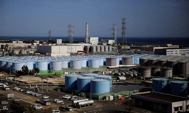 Các bể chứa nước đã qua xử lý tại khu vực nhà máy điện hạt nhân Fukushima Daiichi ở thị trấn Okuma, Nhật Bản. Ảnh: Reuters.