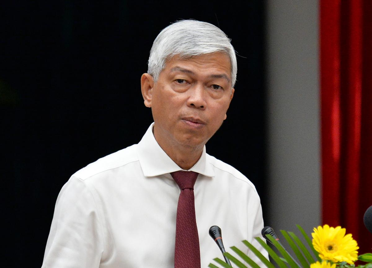Phó chủ tịch UBND TP HCM Võ Văn Hoan báo cáo tại hội nghị. Ảnh: Trung Sơn.