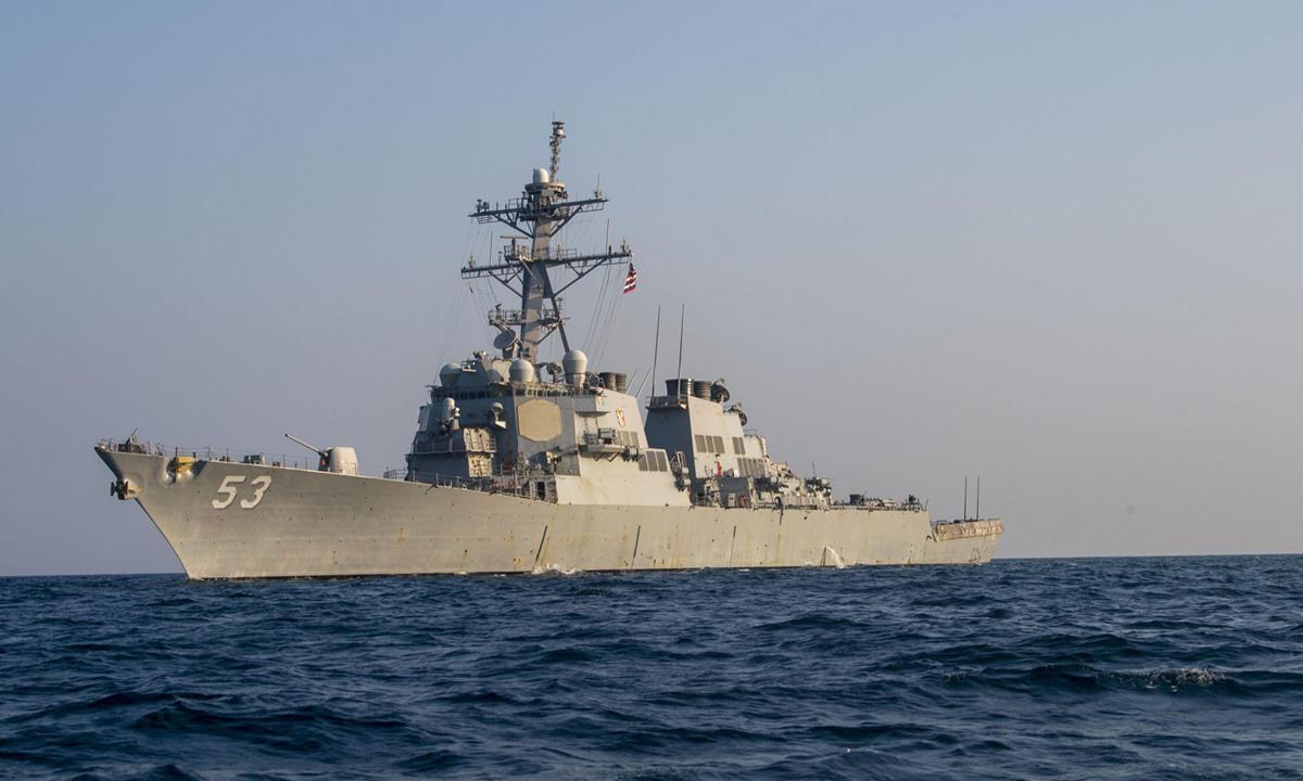 Tàu USS John Paul Jones của hải quân Mỹ đi qua vịnh Ba Tư tháng 10/2020. Ảnh: U.S. Navy