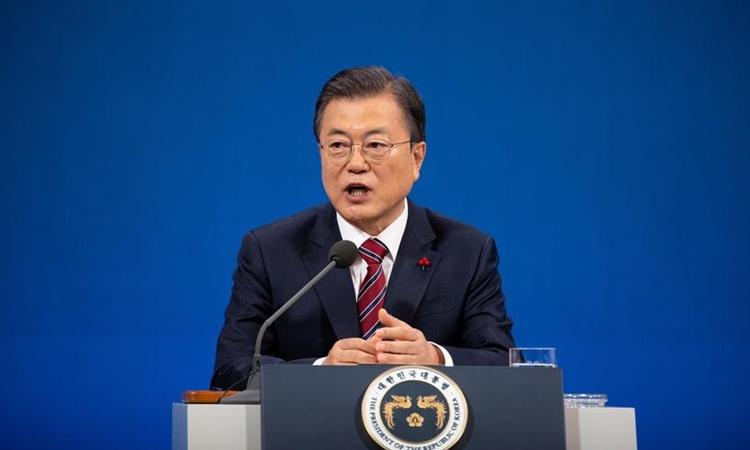 Tổng thống Hàn Quốc Moon Jae-in phát biểu trong cuộc họp báo tại Nhà Xanh hôm 18/1. Ảnh: Reuters.