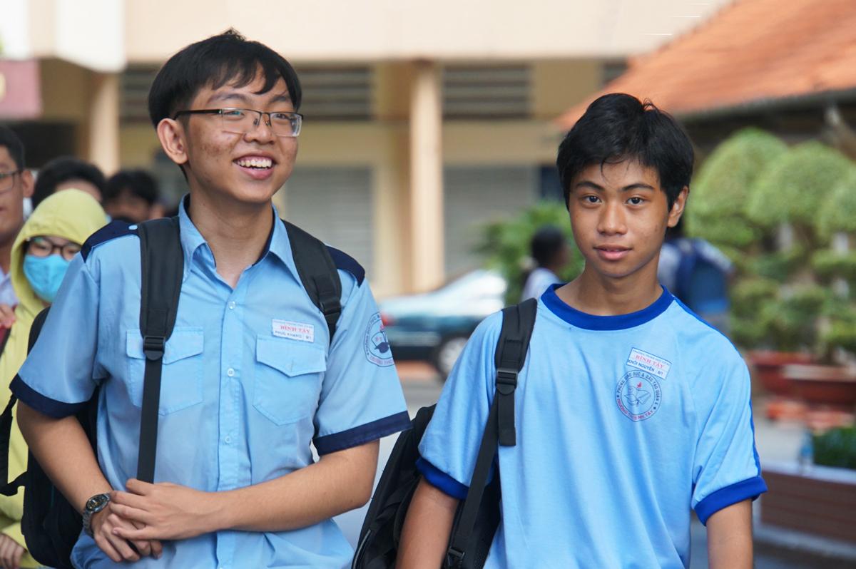 Thí sinh dự thi lớp 10 các trường THPT chuyên, năng khiếu hồi tháng 7/2020 tại TP HCM. Ảnh: Mạnh Tùng.