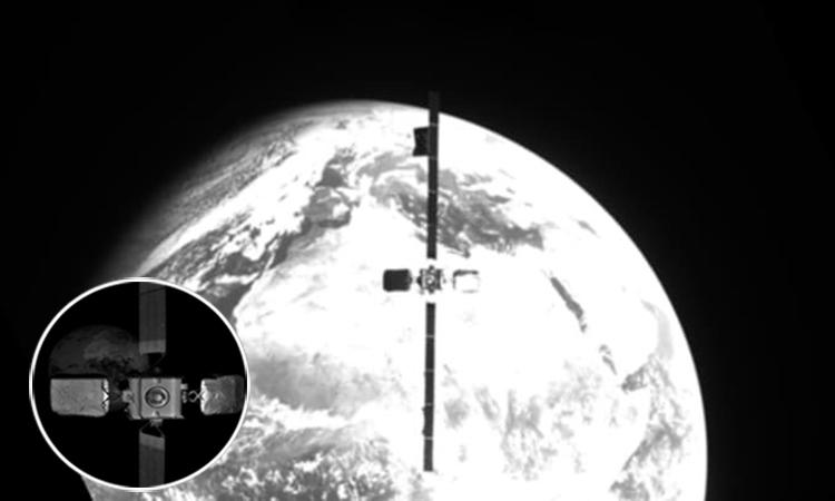 Vệ tinh Intelsat 10-02 nhìn từ tàu MEV-2. Ảnh: Northrop Grumman.