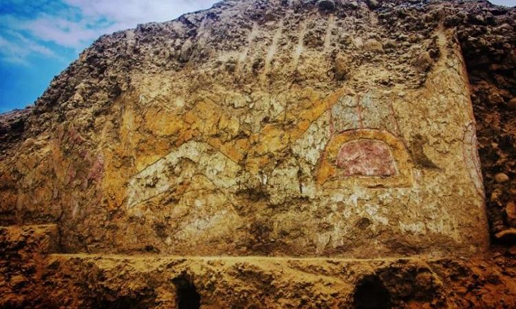 Hình nữ thần nhện trên bức tường đền thờ. Ảnh: Agencia Peruana de Noticias Andina.