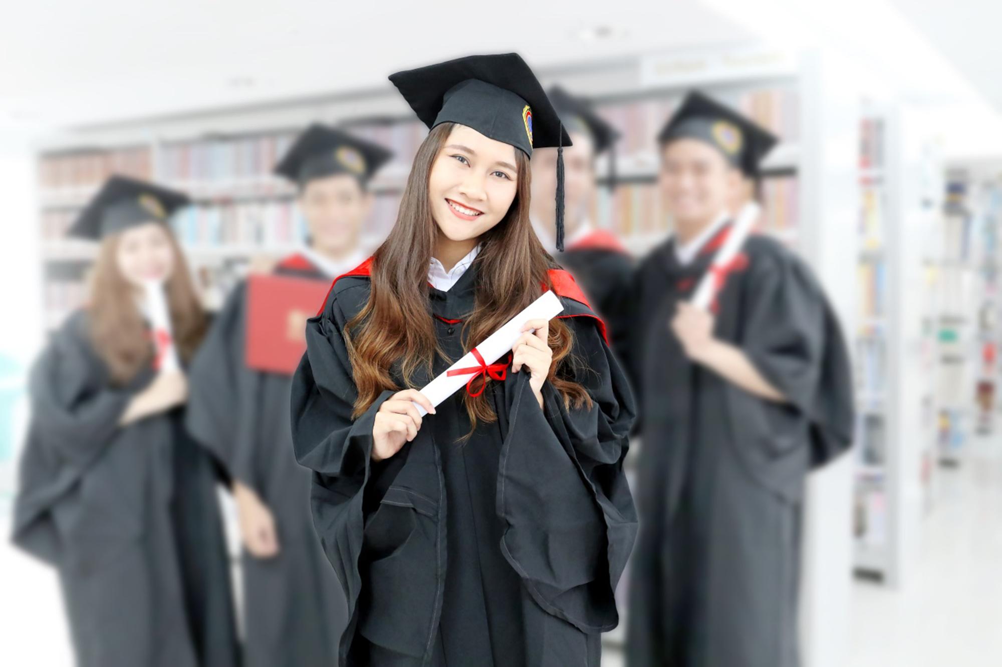 Đại diện SIU cho biết, 100% sinh viên SIU tốt nghiệp đạt chứng chỉ TOEFL (ETS, Mỹ) tối thiểu 79 iBT, hoặc TOEIC tối thiểu 500 điểm, trong đó 20% sinh viên đạt điểm TOEIC trên 800 điểm.