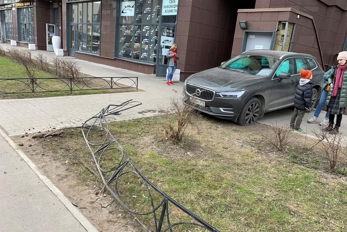 Ôtô gây tai nạn là một chiếc Volvo. Ảnh: SBP