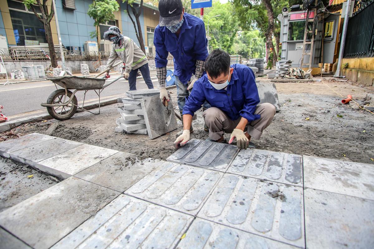 Quận Hoàn Kiếm đã lên kế hoạch thay thế, chỉnh trang hạ tầng tại vỉa hè tại các tuyến phố hoàn thành hạ ngầm. Ảnh: Giang Huy.