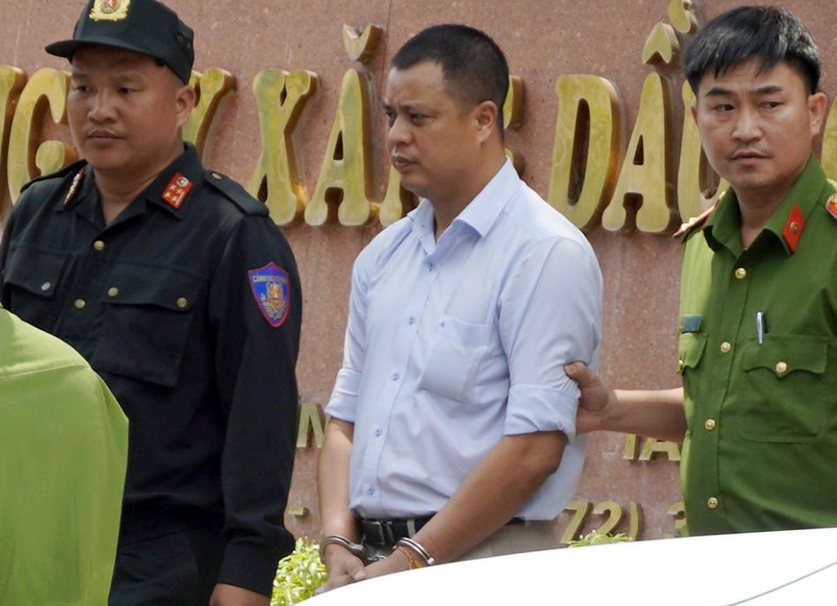 Lương Đình Tiến bị đưa về cơ quan điều tra. Ảnh: Hoàng Nam.
