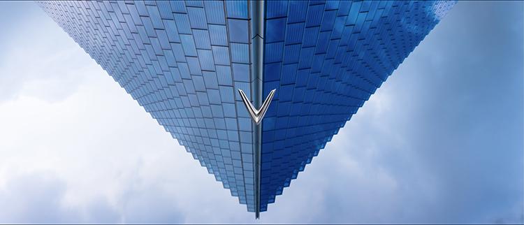 Biểu tượng chữ V xuất hiện xuyên suốt trong TVC do AKQA sản xuất. Ảnh: cắt từ clip.
