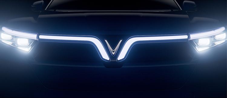 Biểu tượng chữ V trên một mẫu xe của VinFast.