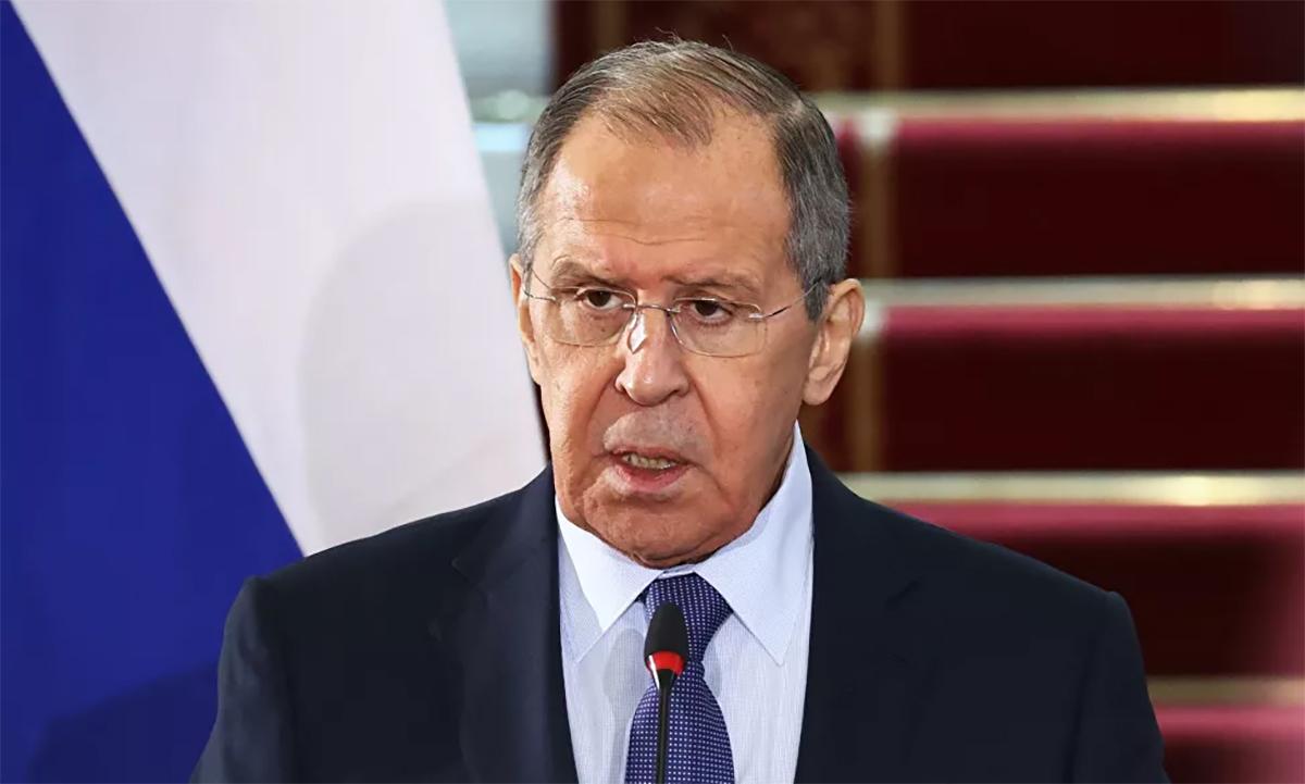 Ngoại trưởng Nga Sergey Lavrov trong cuộc họp báo tại Cairo, Ai Cập, ngày 12/4. Ảnh: BNG Nga.