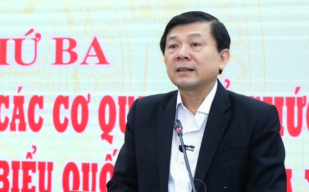 Phó chủ tịch Mặt trận Tổ quốc Nguyễn Hữu Dũng báo cáo tại Hội nghị sáng 16/4. Ảnh: Hoàng Phong