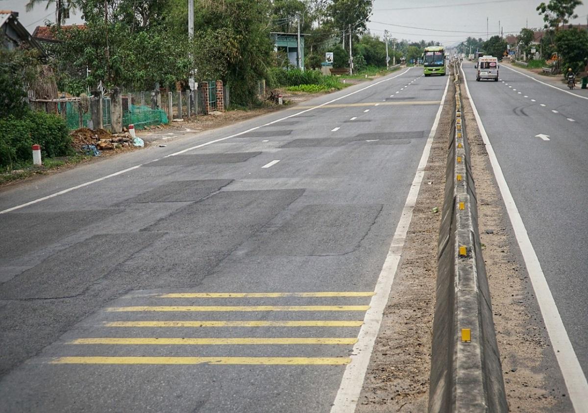Quốc lộ 1 qua Bình Định. Ảnh: Phạm Linh.