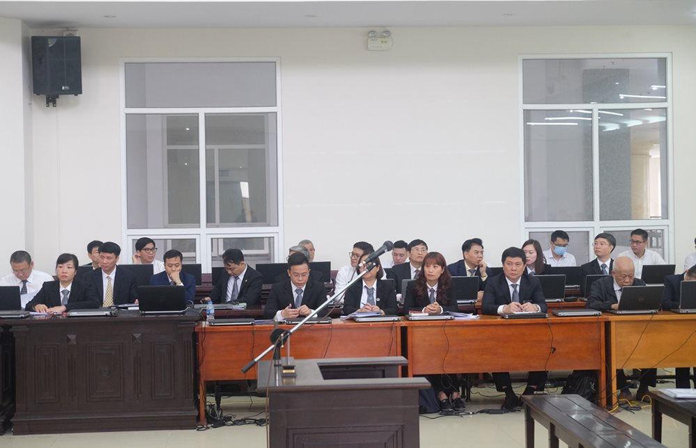 Các luật sư bào chữa cho các bị cáo trong vụ án Gang thép Thái Nguyên giai đoạn 2. Ảnh: Nam Anh