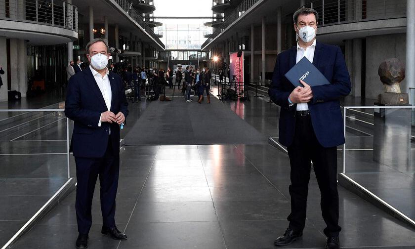 Armin Laschet (trái) và Markus Soder tại một cuộc họp báo ở Berlin, Đức, tuần trước. Ảnh: NY Times.