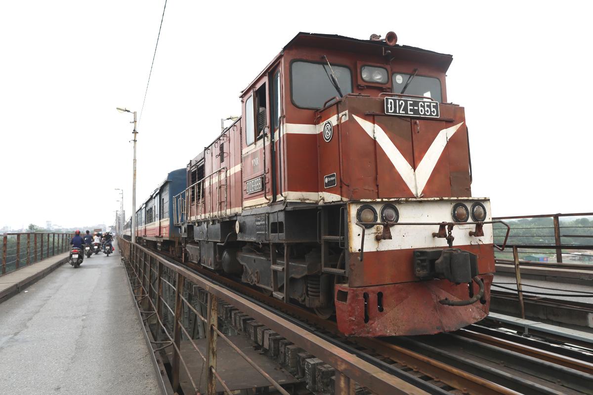 Tàu chạy trên cầu Long Biên (Hà Nội). Ảnh: Ngọc Thành