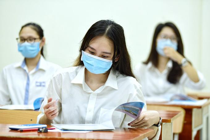 Thí sinh thi tốt nghiệp THT năm 2020 ở Hà Nội. Ảnh: Giang Huy