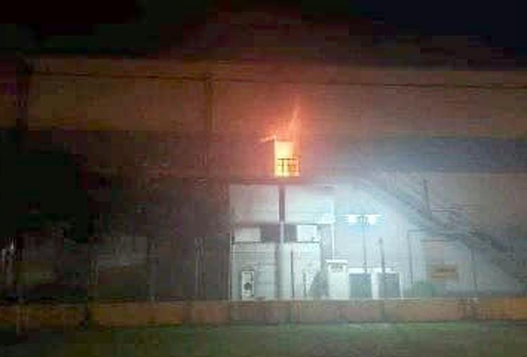 Đám cháy bốc lên từ tầng hai toà nhà đa năng Công ty công ty Dreamtech Việt Nam trong đêm 16/4. Ảnh: FB Công nhân Bắc Ninh
