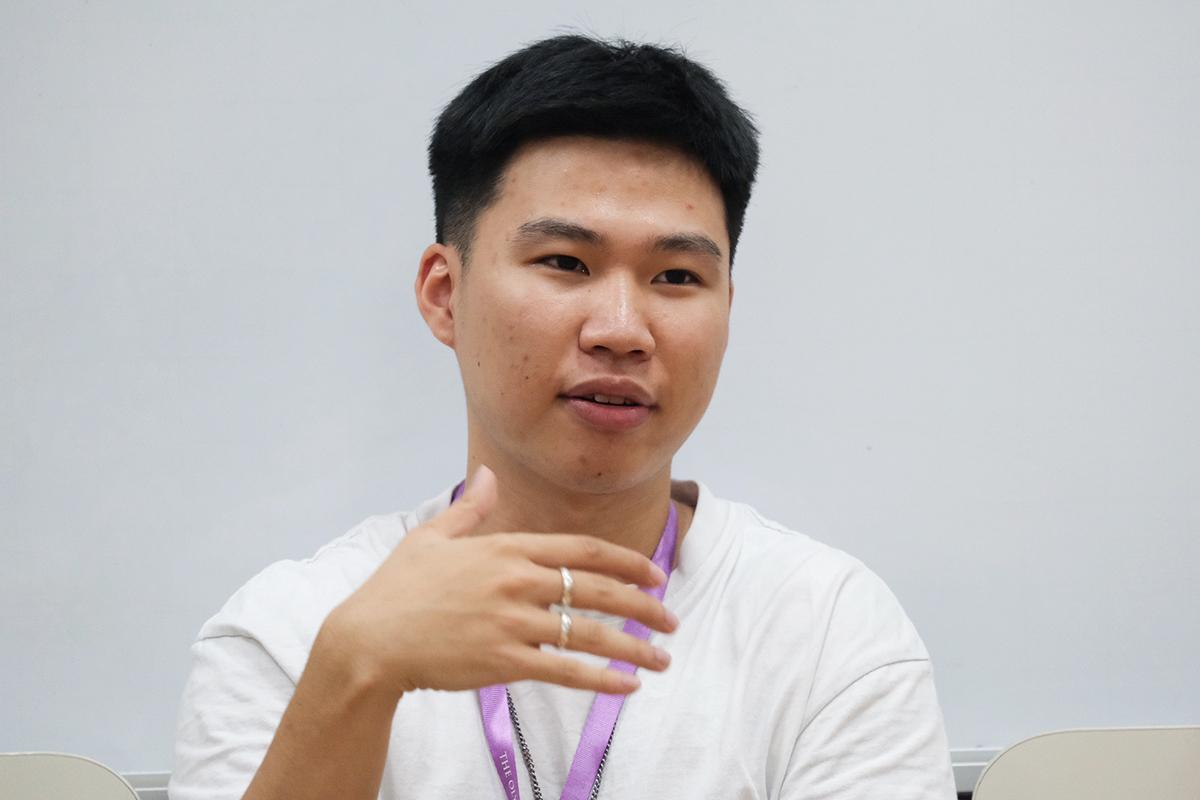 Bạch Quốc Lâm hiện làm việc cho một công ty thời gian ở Việt Nam và học online để hoàn thành năm cuối đại học. Ảnh: Dương Tâm.