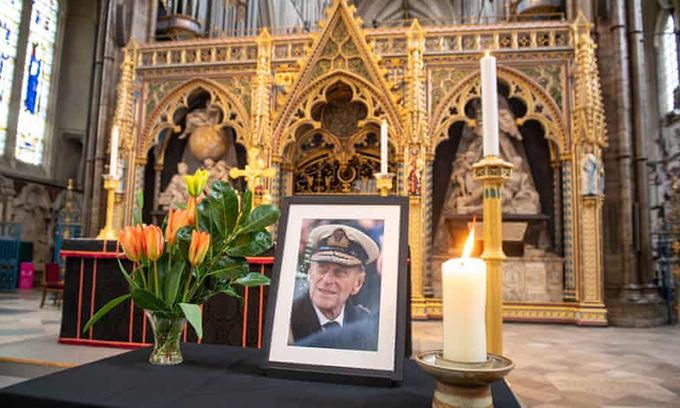 Ảnh Hoàng thân Philip được đặt tại Tu viện Westminster, London. Ảnh: PA.