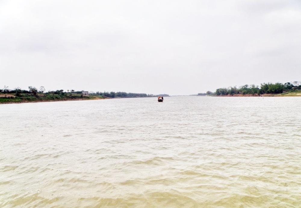 Con sông được miêu tả nằm nghiêng nghiêng trong thơ Hoàng Cầm. Ảnh: Mapio.